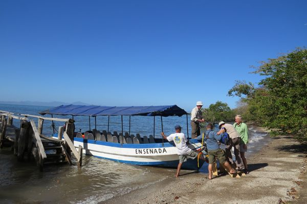 A private boat trip takes us across the Gulf of Nicoya