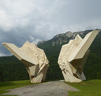 BiH Tjentiste monument