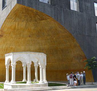 Tirana tomb